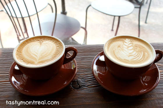 Le Couteau/The Knife Cafe Latte